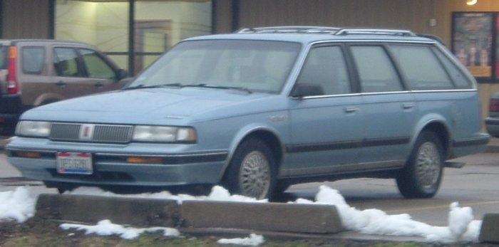 Blue-80s-Pontiac