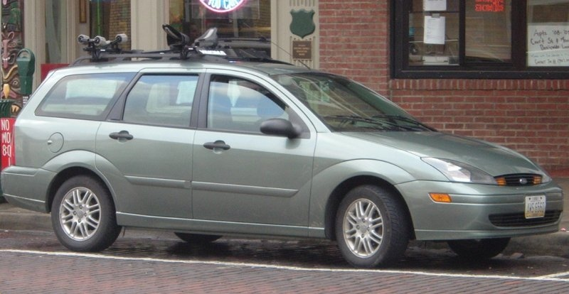 Blue-Ford-Focus-Wagon-roofrack