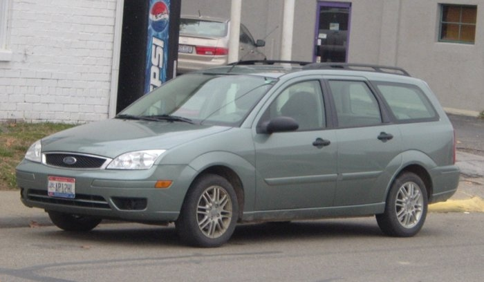 Blue-Ford-Focus-Wagon