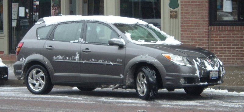 Pontiac-Vibe-in-snow