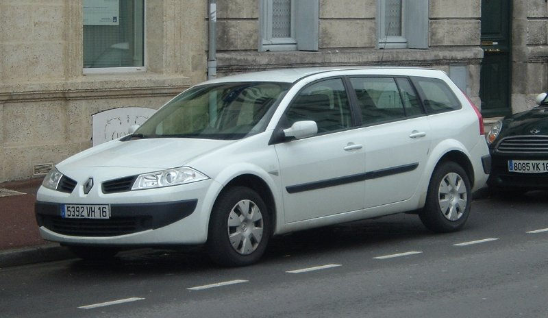 white_renault_wagon